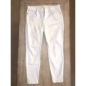 GAP - White Curvy True Skinny Jeans 31R